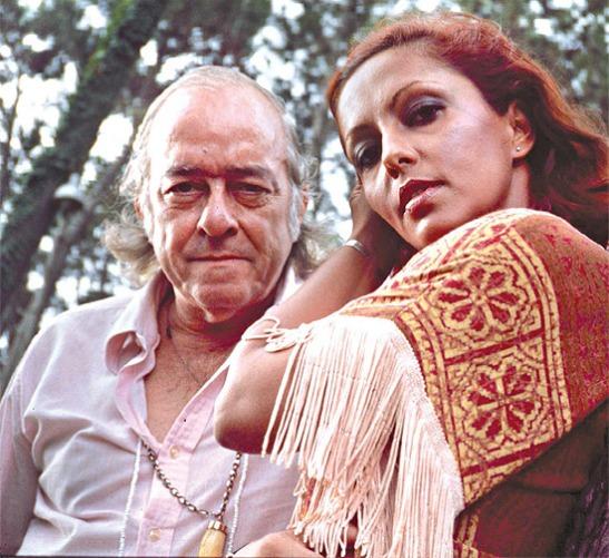 Vinícius de Moraes  e Maria Creuza, com quem se apresentava na Argentina e no Uruguai